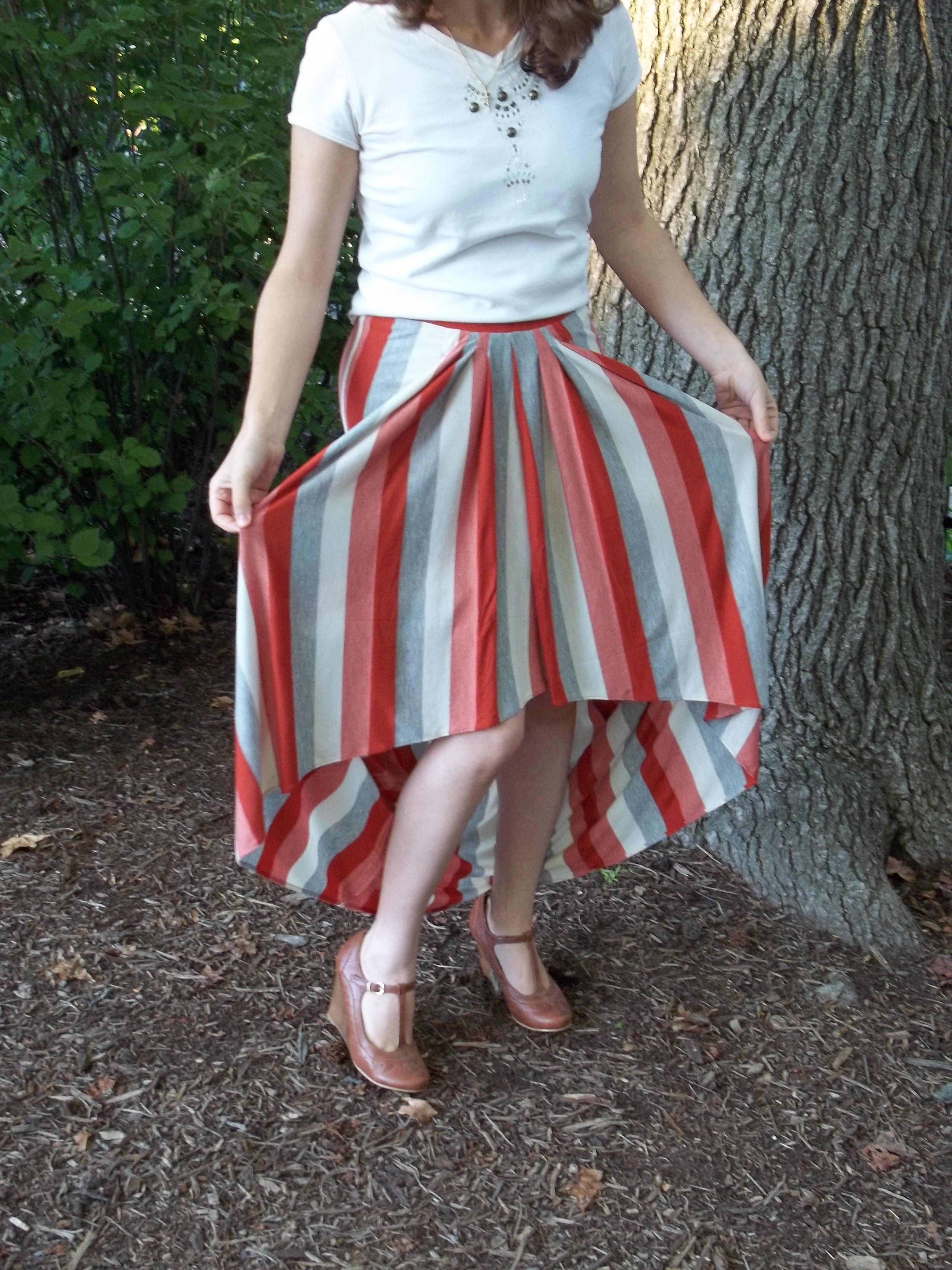 Skirt with a train: history and modernity