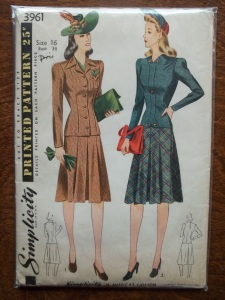 100_2851 yr 1941 suit set